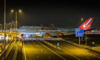 <p>Badhoevedorp. Letzte Reise: Diese ausrangierte Boeing 747 wurde vom Flughafen Schiphol in Amsterdam zu einem nahe gelegenen Hotel transportiert. Dort soll das Flugzeug zu einer Attraktion für Besucher werden. </p>
