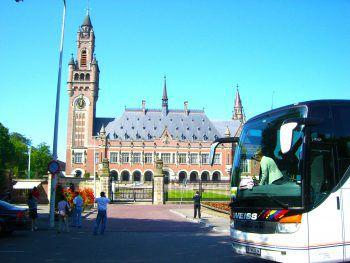 """<p class=""""caption"""">Der Friedenspalast in Den Haag hinterlässt bleibenden Eindruck.</p>"""