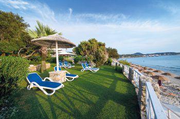 """<p class=""""caption"""">Direkt am Strand gelegen, bietet das Stella Maris**** einen tollen Blick auf das Meer.</p>"""