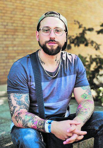 Dominik war jahrelang drogenabhängig, hat beinahe sein Leben weggeworfen. Jetzt will er andere davor bewahren. Fotos: handout, Bianca Taube