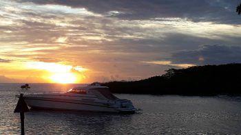 """<p class=""""caption"""">Ein traumhafter Sonnenuntergang auf den Fidschi-Inseln.</p>"""