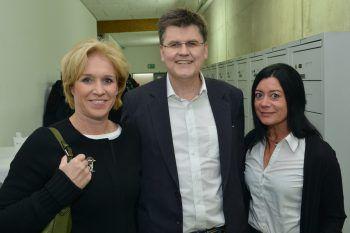 "<p class=""caption"">Martina und Bernhard Feigl mit Elke Böhler. Fotos: Alexander Serra</p>"