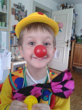 """<p class=""""caption"""">Raphael Emilio (6), der lustige Clown aus Lauterach.</p>"""