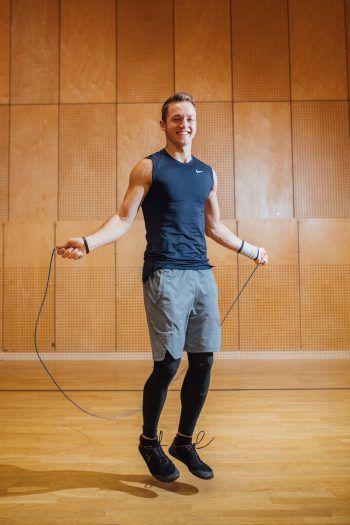 """<p>               Seilspringen             </p><p /><p>""""Eine meiner Lieblingsübungen, die ich gerne mache, um meine Ausdauer zu trainieren – es ist sehr effektiv! Die Oberschenkel- und Wadenmuskulatur wird gefordert, indirekt auch die Rumpfmuskulatur sowie Brust und Arme – eine Art Ganzkörpertraining.""""</p><p />"""