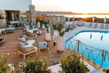 """<p class=""""caption"""">Von der Terrasse aus kann man den wunderbaren Ausblick genießen. </p>"""