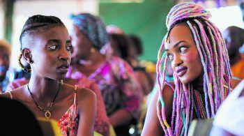 """Am Mittwochabend läuft """"Rafiki"""", ein Film über zwei junge Frauen aus Kenia, die aus politisch konkurrierenden Häusern stammen und sich ineinander verlieben. Der Liebesfilm wirf einen Blick auf die Situation homosexueller Menschen in Afrika.Fotos: Spielboden"""
