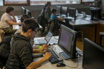"""Beim """"Code Base Camp"""" können die Jugendlichen das Programmieren lernen."""