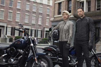 """<p class=""""caption"""">Bike-Fashion für alle: Bei Harley-Davidson in Rankweil kann man sich die neuesten Motorradoutfits zulegen. Foto: handout/Harley Davidson, FCA Fiat Chrysler Automobiles</p>"""