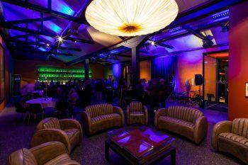 """<p class=""""caption"""">Die hochwertige Ausstattung des Innenbereichs verleiht dem Club einen luxuriösen Flair.</p>"""