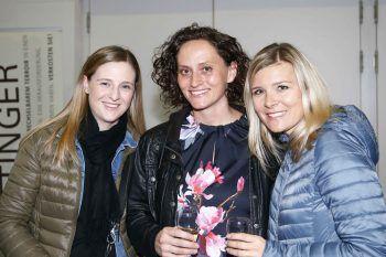 """<p class=""""caption"""">Kim Kathrein, Claudia Schuchter und Dominique Schutti.</p>"""