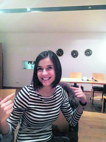 """<p class=""""caption"""">Stefanie freute sich sichtlich über ihren neuen Haarschnitt.Fotos: handout/Stefanie Kollra</p>"""