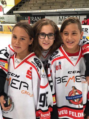 Aaron (11), Leonie (14) und Kiara (10) – ein Team als Geschwister zu Hause und auf dem Eis im Stadion!Fotos: handout/Privat
