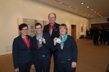 """<p class=""""caption"""">Edwine Schittl, Johanna Pramstaller, Josef Schnittl und Katharina Swanson.</p>"""