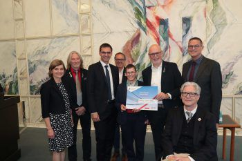 LR Barbara Schöbi-Fink, Sportdir. Heinrich Olsen, LH Markus Wallner, Arno Sprenger, Johanna Pramstaller, Peter Ritter, Stefan Lott und LR Christian Bernhard.