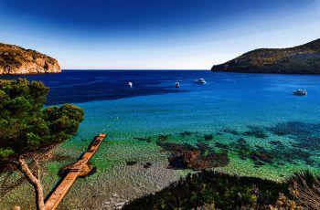 Abseits des großen Trubels zeigt die schöne Baleareninsel, dass sie auch ruhige, idyllische Buchten mit kristallklarem Wasser zu bieten hat. Fotos: handout/IHigh Life Reisen