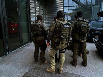 """<p class=""""caption"""">Nach mehrstündigen Verhandlungen gelang es den Beamten, den 41-Jährigen zur Aufgabe zu bewegen und ihn festzunehmen. </p>"""