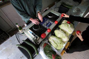 <p>Peking. Gesund: Ein DJ spielt ein Set in einem chinesischen Gemüseladen.</p>