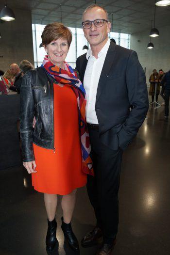 """<p class=""""caption"""">Sabine Tichy-Treimel mit Ehemann Raimund.</p>"""