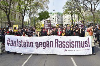 Viel Gegenwind gab es gestern für rund 300 Identitäre in Wien. Foto: APA