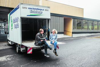 """<p class=""""caption"""">WANN & WO besuchte die sympathische Unternehmerin in der Bischofberger-Zentrale in Reuthe.</p>"""
