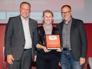 """Doppelmayr Seilbahnen wurde im letzten Jahr von AK-Präsident Hubert Hämmerle mit dem Award ausgezeichnet. Ihr wollt das auch? Dann meldet euch jetzt schnell zum Wettbewerb """"Vorarlbergs erfolgreichste Familienunternehmen"""" an!Foto: Sams"""
