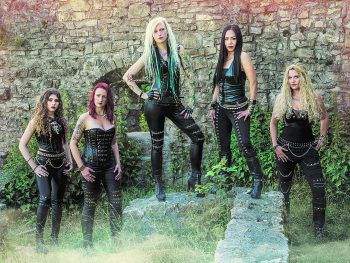 Burning Witches brennen am Freitag ihre Heavy-Metal-Show der Superlative im Dornbirner Schlachthaus ab.Fotos: handout/Konzett