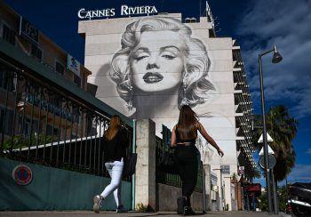 <p>Cannes. Künstlerisch: Ein Porträt von Schauspiel-Ikone Marilyn Monroe ziert eine Fassade in Cannes, wo sich noch bis zum 25. Mai die Film-Elite trifft.</p>