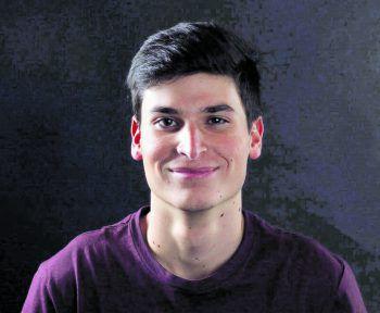 """<p>Leon, 20, Lauterach: """"Grundsätzlich bin ich politisch nicht so interessiert. Ich werde aber trotzdem am 26. Mai wählen gehen, weil meine Stimme sonst verfällt und ich keinen Einfluss auf das Ergebnis nehmen kann.""""</p><p />"""