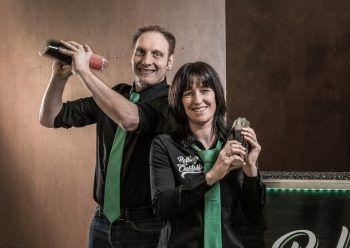 """<p class=""""caption"""">Melanie und Stefan sind mit ihrer mobilen Cocktailbar sehr erfolgreich.</p>"""