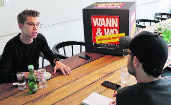 WANN & WO-Redakteur Harald Küng im Gespräch mit WU-Student und Junos-ÖH-Spitzenkandidat Nino Rohrmoser. Foto: Förtsch/WANN & WO