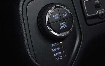 """4x4 Low Allradantrieb             Der Jeep Renegade begeistert mit dem klassenführendem Allradantrieb """"Jeep Active Drive Low"""" auf jedem Terrain."""