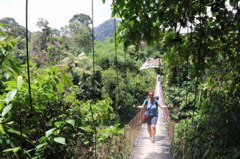 """<p class=""""caption"""">Caroline auf ihrem Weg zum Hotel in Sumatra: """"Gewöhnungsbedürftig, aber einzigartig und wunderschön.""""Fotos: handout Privat</p><p class=""""caption"""" />"""
