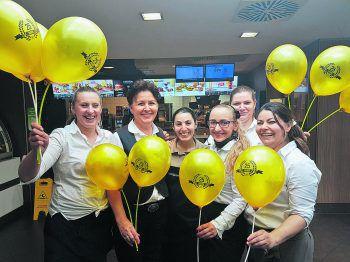 Das Team des McDonald's Hard freut sich auf zahlreichen Besuch zur großen Feier des 25.-Jahr-Jubiläums! Foto: handout/McDonald's
