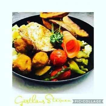 """<p class=""""caption"""">Der Küchenchef des Gasthaus Sternen in Hard empfiehlt: """"Bei uns gibt es derzeit eine leckere Gemüsepfanne mit gebackenen Champignons, Röstgemüse und Kartoffelspalten – das perfekte Sommergericht!""""</p>"""