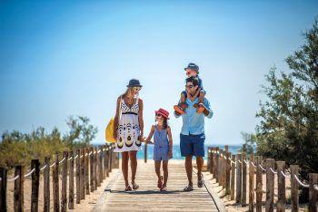 Ganz entspannt mit der ganzen Familie im Urlaub Zeit verbringen, das macht High Life Reisen möglich.