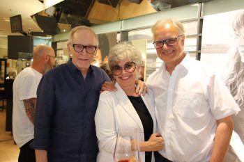 """<p class=""""caption"""">Herbert Leißing mit Susanne und Peter Scharax.</p>"""