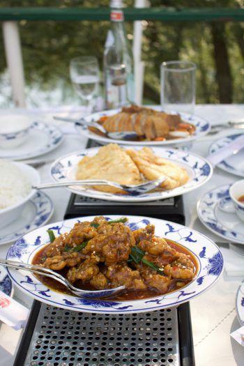 """<p class=""""title"""">               HuBin Gaißau             </p><p>""""Eine besondere Atmosphäre findet man auch im ,schwimmenden' Restaurant in Gaißau im HuBin. Das ehemalige Schiff wurde zum Speisesaal der chinesischen Küche. Hier kann man an einem heißen Sommertag vom Deck des Schiffes aus auf den alten Rhein blicken und dazu Frühlingsrollen genießen.""""</p>"""