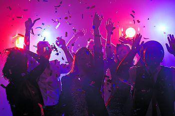 """""""I Gotta Feeling""""             Premiere für das Clubbing im Spannrahmen in Hard: Bei """"I Gotta Feeling"""" werden am 5. Juli die besten Hits der 2000er zelebriert. Als Special wurde ein Saxophonisten organisiert, der gemeinsam mit den DJs """"Nic&Kre/tin"""" den Dancefloor zum Beben bringen wird! Infos: facebook.com/I-Gotta-Feeling-Clubbing"""""""