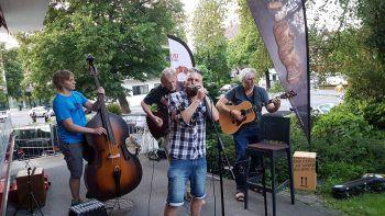 Jeden sonnigen Mittwoch Abend gibt es in Hohenems Live-Musik von individuellen Künstlern zu hören. Foto: Stadt Hohenems