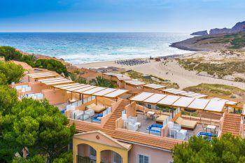 """<p class=""""title"""">               Mallorca             </p><p>Mallorca ist wohl die bekannteste Ferieninsel. Kein Wunder, denn sie hat traumhafte lange Strände im Osten, kleine Buchten im Süden und eine atemberaubende Steilküste im Norden, dazu ein malerisches Hinterland.Die Balearen-Insel bietet eine Vielzahl von Familienattraktionen, zum Beispiel die Drachenhöhlen von Porto Cristo, das Aqualand El Arenal oder der Western Water Park in Magaluf.</p><p /><p>Last-Minute-Preisbeispiele: Eine Woche inklusive Flug, Flughafenparkplatz und Verpflegung. Iberostar Albufera Playa****: ab 5. Juli, All inclusive, ab 1340 Euro pro Person, Kind ab 199 Euro. Zafiro Cala Mesquida****: ab 5. Juli, Appartement Halbpension plus, ab 1382 Euro pro Person, Kind ab 199 Euro. Grupotel Alcudia Suites****: ab 5. Juli, Appartement Frühstück, ab 892 Euro pro Person, Kind ab 549 Euro</p>"""