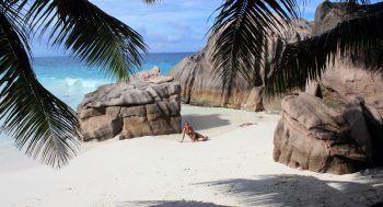 Melitta am Traumstrand auf La Digue (Seychellen).