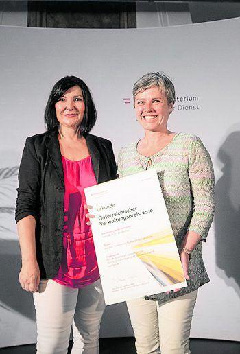 Projektleiterin Barbara Österle nahm den Anerkennungspreis in Wien entgegen und gratulierte allen Kooperationspartnern. Fotos: BMÖD, Fasching GmbH