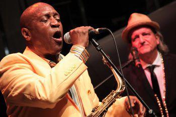 """<p class=""""caption"""">Stargast Gary Brown aus New Orleans mit Markus Linder.</p>"""