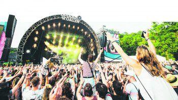 Top-Acts auf den Festivals in und um Vorarlberg versprechen den ganzen Sommer über musikalische Höhepunkte. Foto: Marius Joe Pohl