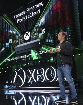 Xbox-Chef Phil Spencer während der Präsentation zu Microsofts kommender Konsole Xbox Scarlett und Projekt xCloud. Fotos/Screenshots: AP, Microsoft, EA, Square Enix, FromSoftware