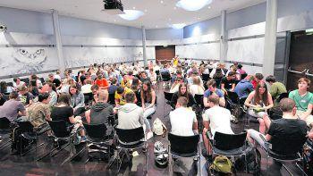 An die 400 Vorarlberger Schüler der 10. Schulstufe erarbeiteten im WIFI Campus Dornbirn spielerisch Wissen zur EU und setzten sich mit der europäischen Idee auseinander. Foto: handout / WKV/Alexandra Serra