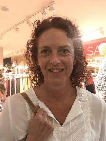 """<p>Andrea, 48, Dornbirn: """"Als Nichtraucherin kann ich leicht sagen, dass ich für das Rauchverbot bin. Gerade als Mutter von zwei Söhnen finde ich das Rauchen in diesen Shisha-Bars furchtbar.""""</p>"""