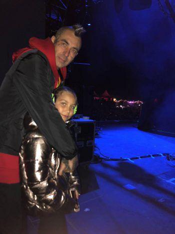 <p>Aufregend: Mikes Tochter Malea (11) beim ersten Konzert ihres Lebens – und gleich backstage!</p>