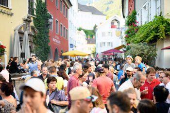 """""""Beats & Beer"""" findet einmal im Monat an einem Donnerstagabend an wechselnden Locations in der Bludenzer Innenstadt statt.Foto: Stadtmarketing Bludenz"""