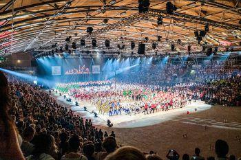 """<p class=""""caption"""">Bei den Gruppenvorführungen im Dornbirner Messequartier können sich die Besucher an akrobatischen Künsten erfreuen. Bis Samstag kann den Veranstaltungen beigewohnt werden. Foto: handout/Gymnaestrada</p>"""